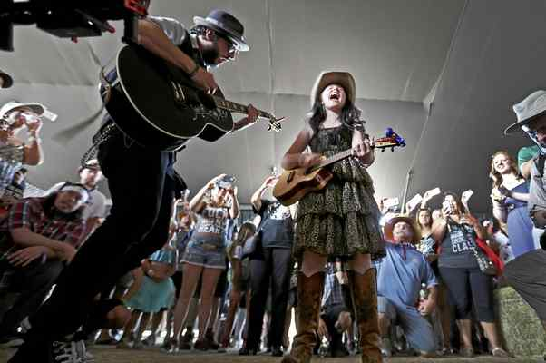 EmiSunshine, a country music prodigy with heart, returns to Marin
